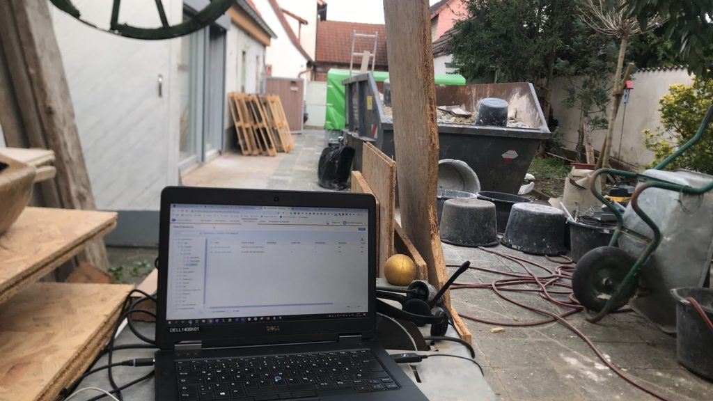 Home-Office auf der Baustelle